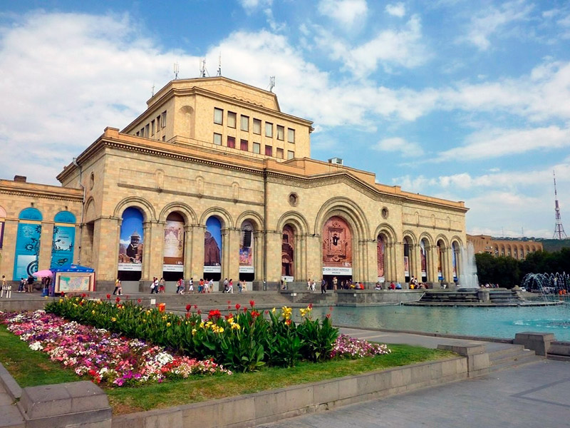 https://armeniaholidays.com/wp-content/uploads/2019/12/13525441390.jpg